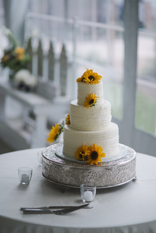 Sunflowers on wedding cake