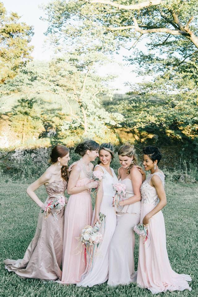 Pastels bride and bridesmaids roses