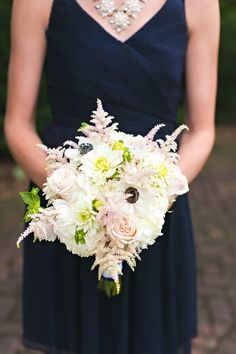 Vintage pale pinks in wedding part bouquets