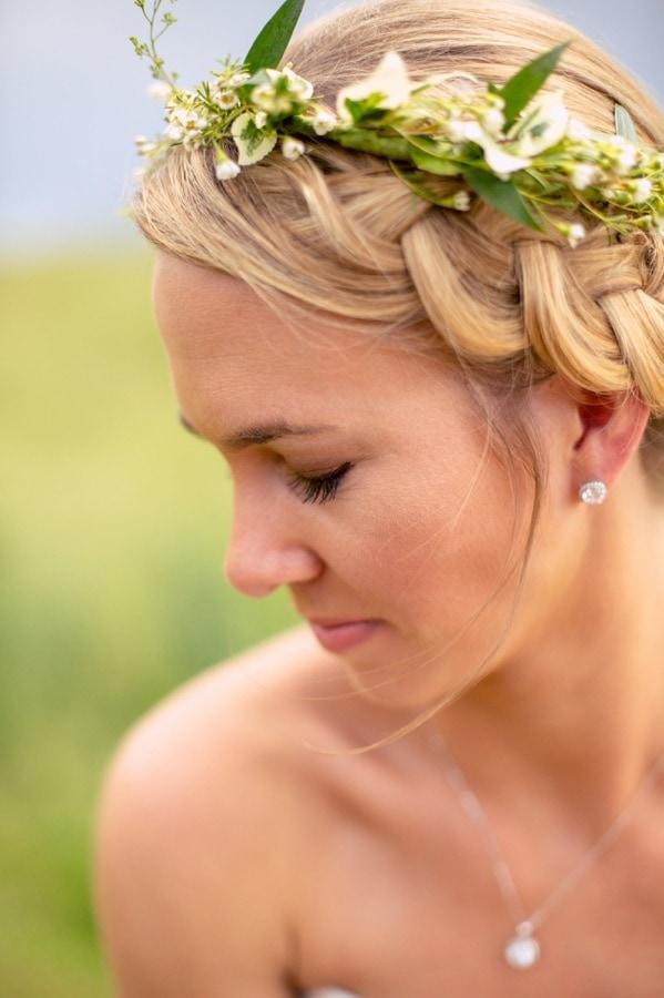 Bride hair braid with flowers